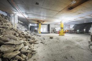 Aushubarbeiten unterhalb von Gleis 10 für die neue Unterführung